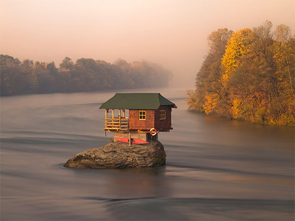 river_house