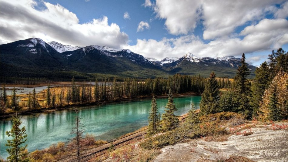 banff-national-park---alberta-1366x768