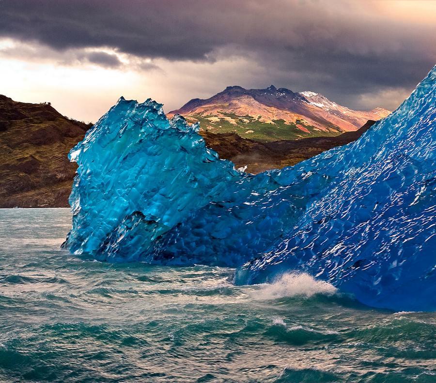 Blue-Iceberg-Upsala-Glacier