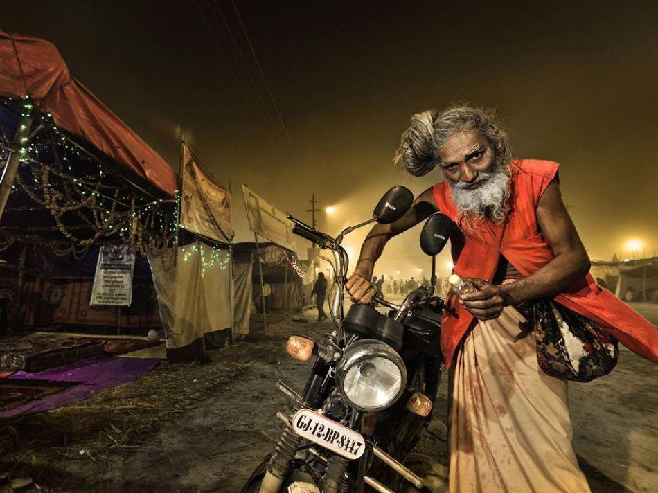 man-motorbike-india_66710_990x742
