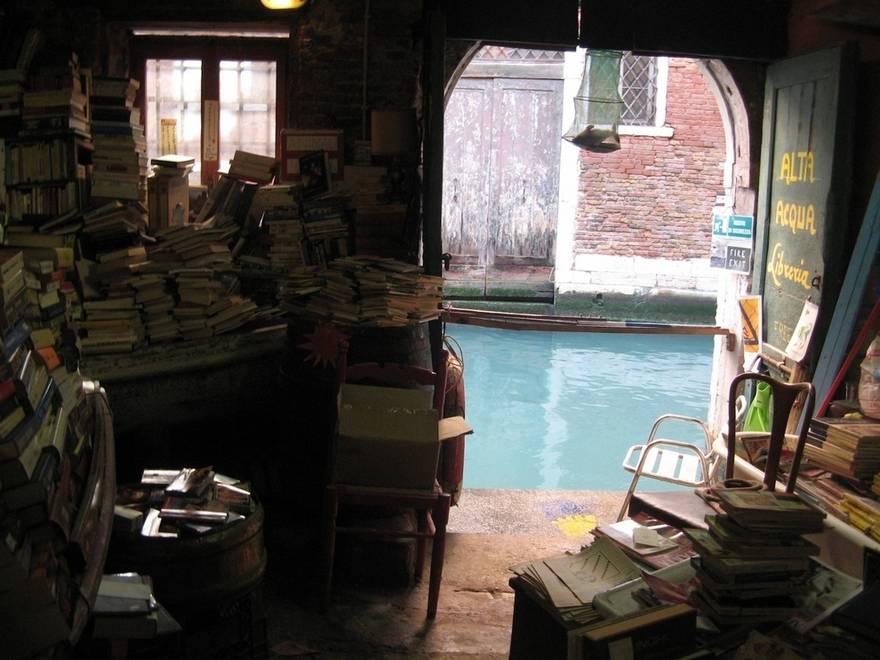 1-Libreria-Acqua-Alta-Venice