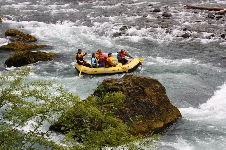 Rafting-Class-II+-whitewater-river-Olympic-Raft-and-Kayak-Elwha-River